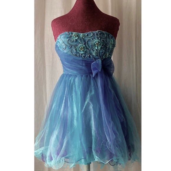 Neblon Dresses & Skirts - Strapless Blue Prom Dress